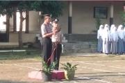 Kapolsek Karangdadap Memimpin Upacara Bendera Di SMK N 1 Karangdadap